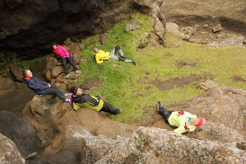 Туристы на привале в Исландии