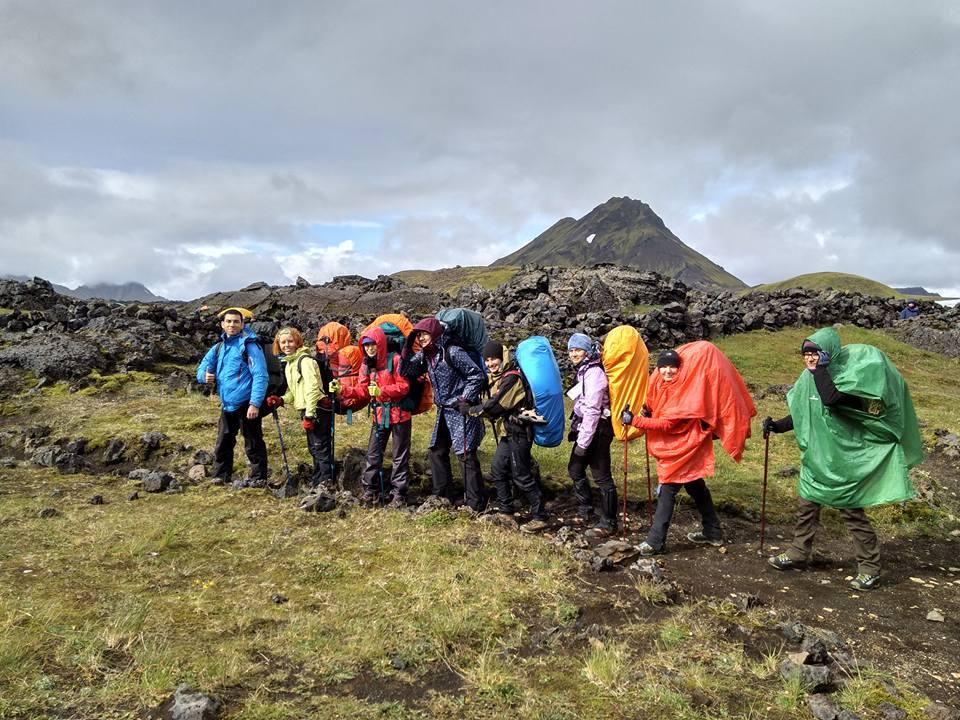Группа под дождем в Исландии