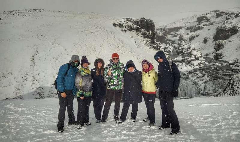 Группа туристов в погоне за северным сиянием