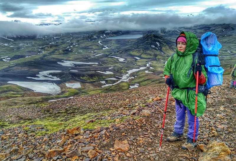 Девушка в дождливой Исландии