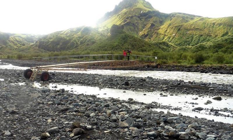 мост на реке в Исландии
